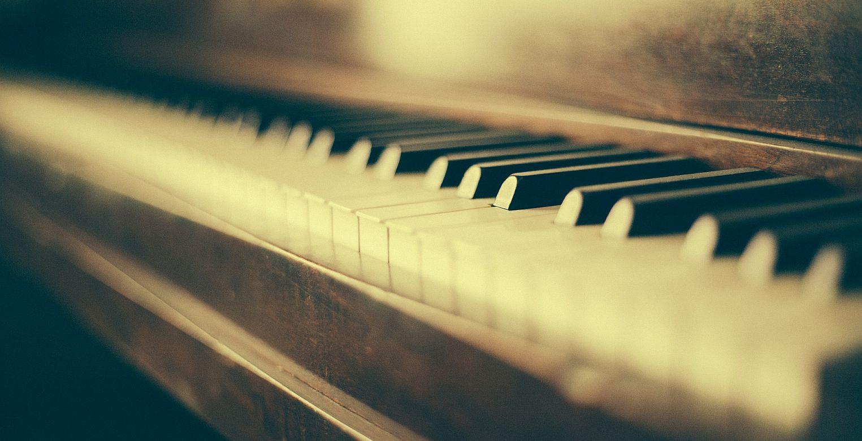 Nauka gry na pianinie- Andrei Yermakou