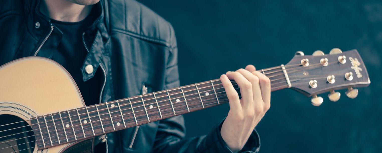 Nauka gry na gitarze – Maciek Papalski